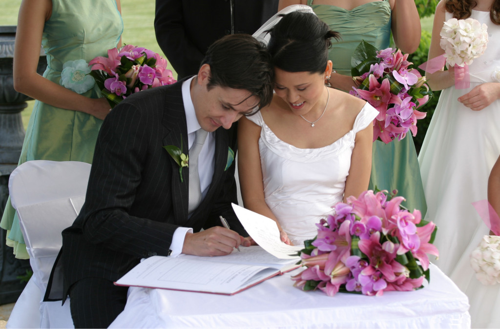 Bride_and_groom_signing_the_book